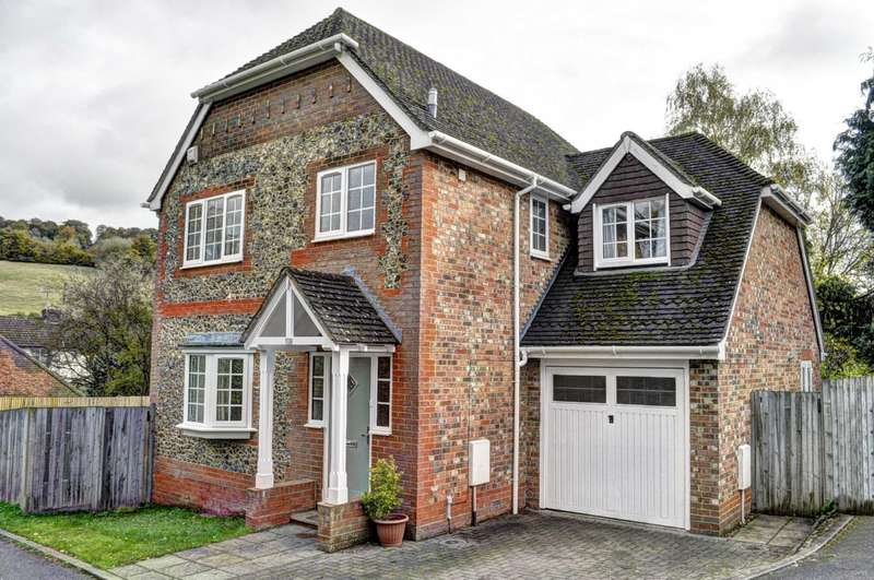 4 Bedrooms Detached House for sale in West Wycombe