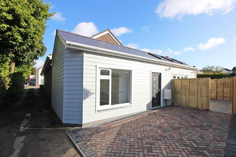 1 Bedroom Detached Bungalow for sale in Barrack Road, Christchurch
