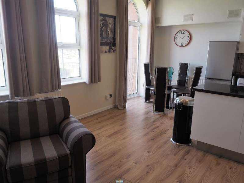 2 Bedrooms Apartment Flat for rent in Plimsoll Way, Victoria Dock, Hull, HU9 1PW