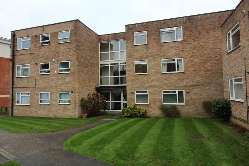 2 Bedrooms Flat for sale in Stanbrook House, Orchard Grove, Orpington, Kent, BR6 0SR