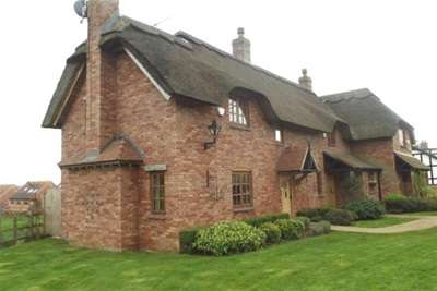 2 Bedrooms Cottage House for rent in 3 Keyes Cottages, Dunchurch, Rugby, CV22 6NQ