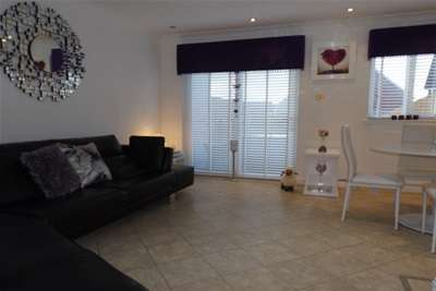 2 Bedrooms Terraced House for rent in Strachur Crescent, Lambhill