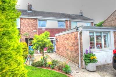 3 Bedrooms Terraced House for rent in Woodyett Road, BUSBY