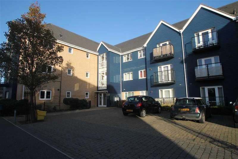 2 Bedrooms Apartment Flat for sale in Zeus Road, Southend On Sea, Essex