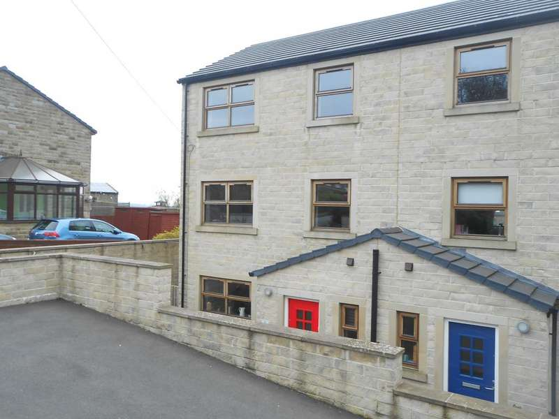 4 Bedrooms Town House for sale in Wese Court, Valley Heights, Denholme, Bradford BD13
