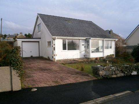3 Bedrooms Bungalow for sale in Lorelei, Frondeg, Llanfair.
