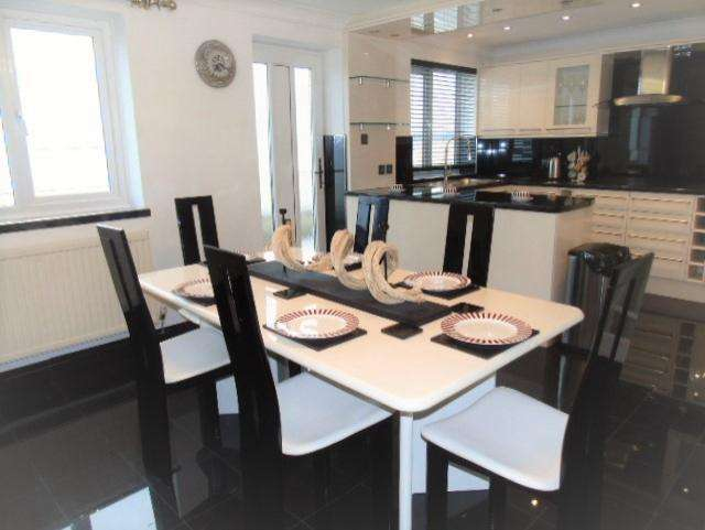 4 Bedrooms Town House for rent in Marine Walk, Marna, Swansea. SA1 1YQ