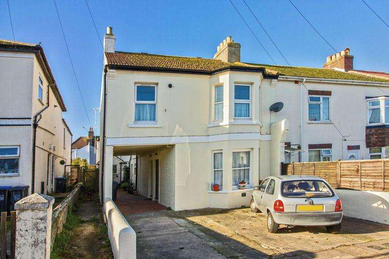 2 Bedrooms Flat for sale in Sugden Road, Worthing