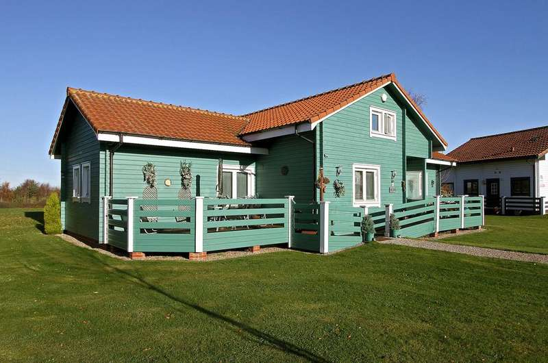 3 Bedrooms Chalet House for sale in Fairway Lakes, Fritton