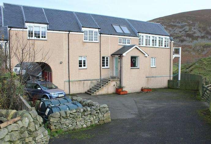 4 Bedrooms Terraced House for sale in 7 Castlehill Courtyard Kirkton Manor, Peebles, EH45 9JN