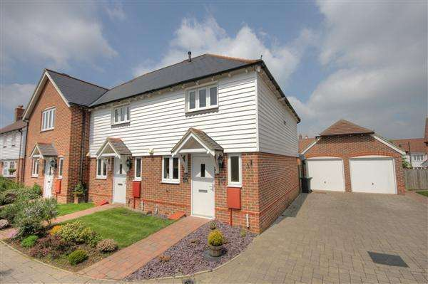 2 Bedrooms End Of Terrace House for sale in Francis Lane, Kings Hill, ME19 4GX