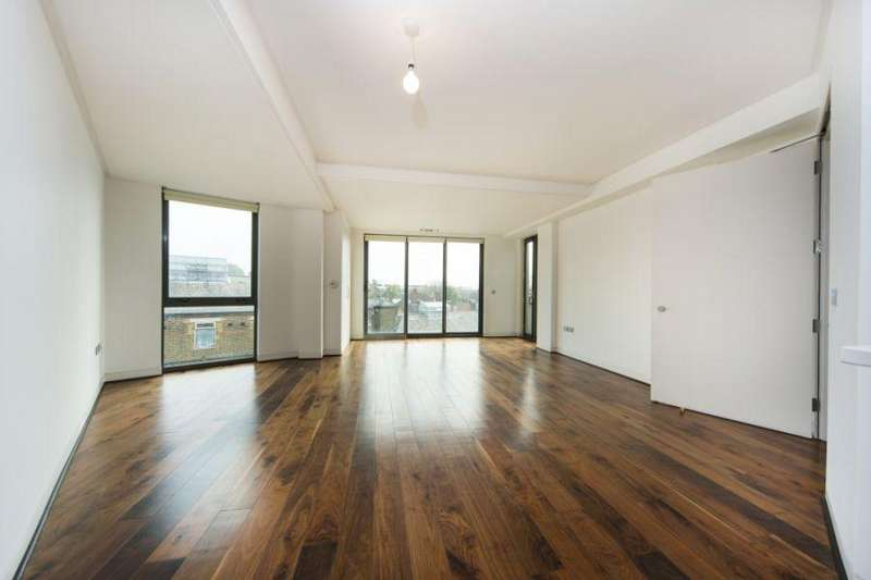 3 Bedrooms Flat for rent in Holmes Road, Kentish Town, NW5