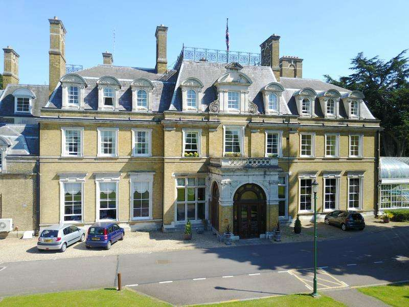 2 Bedrooms Retirement Property for sale in The Cedars, Cedars Village, Chorleywood, Herts, WD3