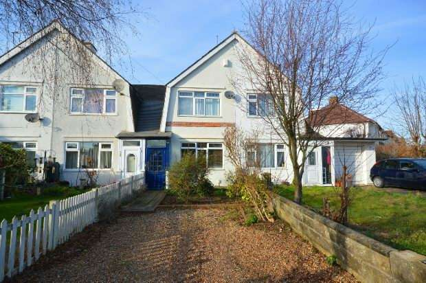 2 Bedrooms Terraced House for sale in Mount Road, Chessington