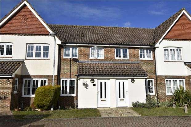 2 Bedrooms Terraced House for sale in Hookwood, RH6