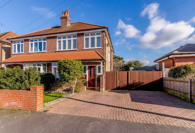 3 Bedrooms Semi Detached House for sale in Byfleet