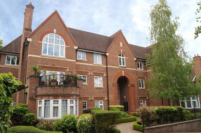 2 Bedrooms Apartment Flat for sale in Queen Elizabeth House, Queens Road,Weybridge KT13