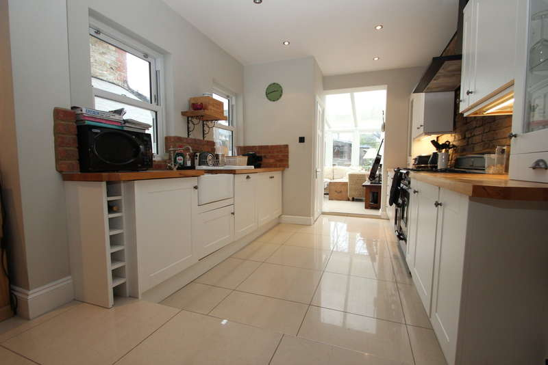 3 Bedrooms Semi Detached House for rent in Surbiton, Surrey