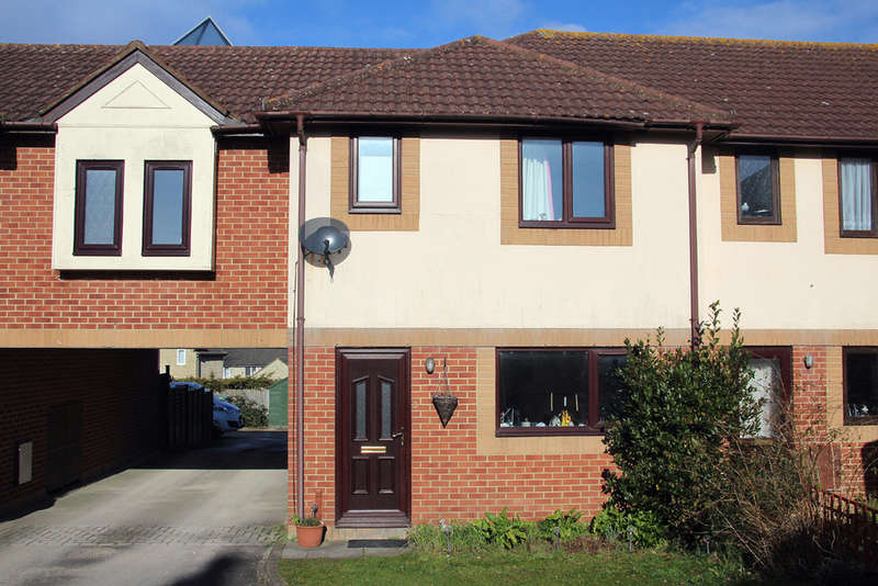 3 Bedrooms Terraced House for sale in Elmdale Court, Trowbridhe