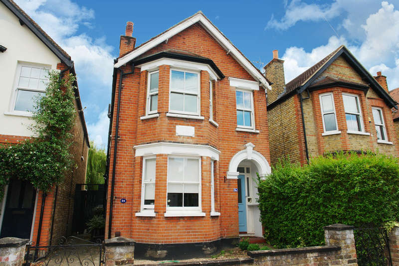 2 Bedrooms Flat for sale in Broomfield Road, Surbiton, Surrey