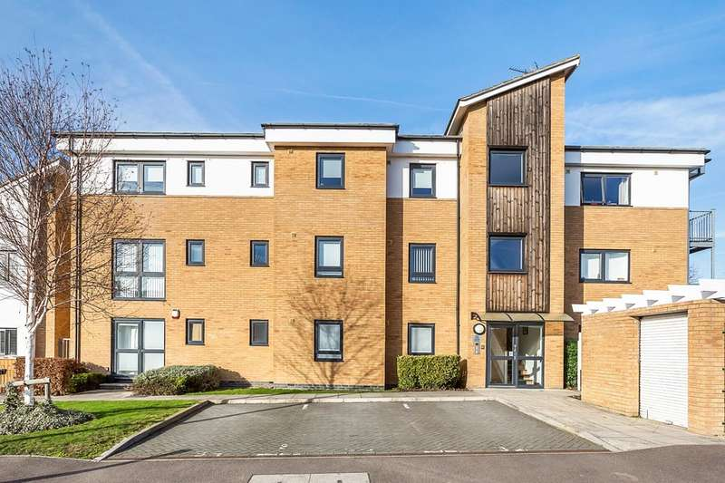 2 Bedrooms Flat for sale in Arisdale Avenue, South Ockendon