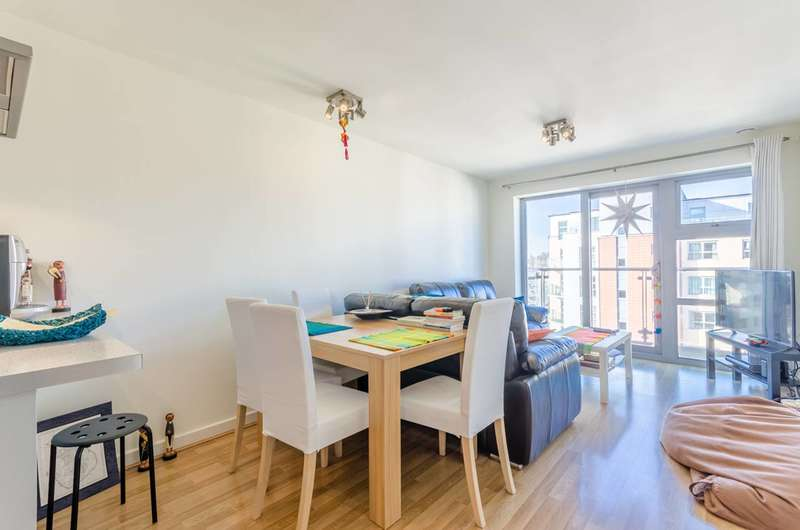 1 Bedroom Flat for sale in Queen Mary Avenue, South Woodford, E18