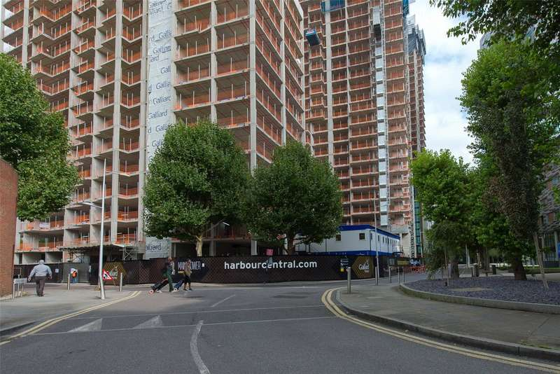2 Bedrooms Apartment Flat for sale in Maine Tower, Harbour Central, Canary Wharf, E14