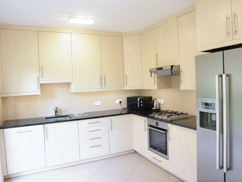 3 Bedrooms Terraced House for rent in Amherst Road, London