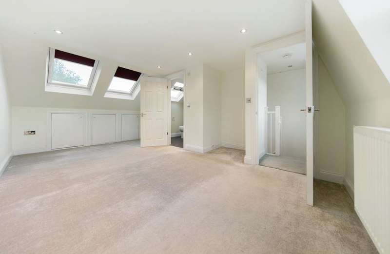 3 Bedrooms Terraced House for sale in Ashbury Road, SW11