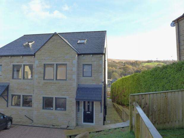3 Bedrooms Semi Detached House for sale in Winterbutlee Grove Todmorden