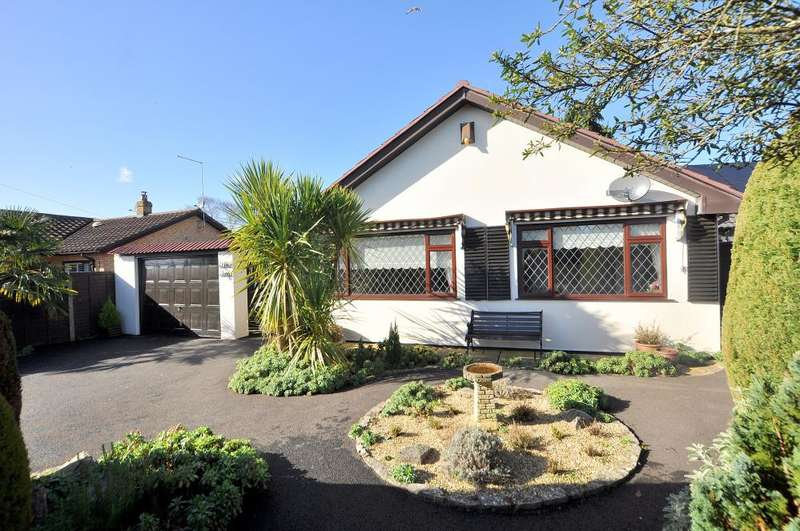3 Bedrooms Detached Bungalow for sale in Uplands Road, West Moors