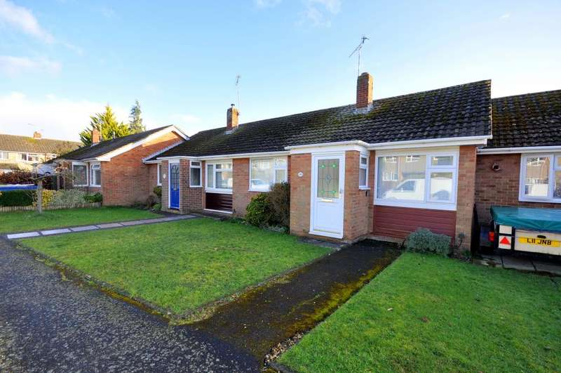 2 Bedrooms Bungalow for sale in Hightown Gardens, Ringwood, BH24 3EG