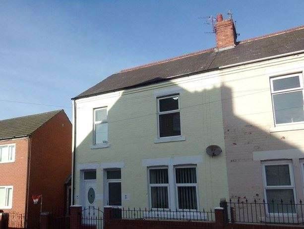 2 Bedrooms Property for sale in Braeside Terrace, Whitley Bay, Tyne and Wear, NE26 2EF