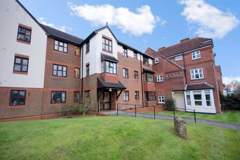 2 Bedrooms Property for sale in Tiverton Court, Fareham, PO16 7RU