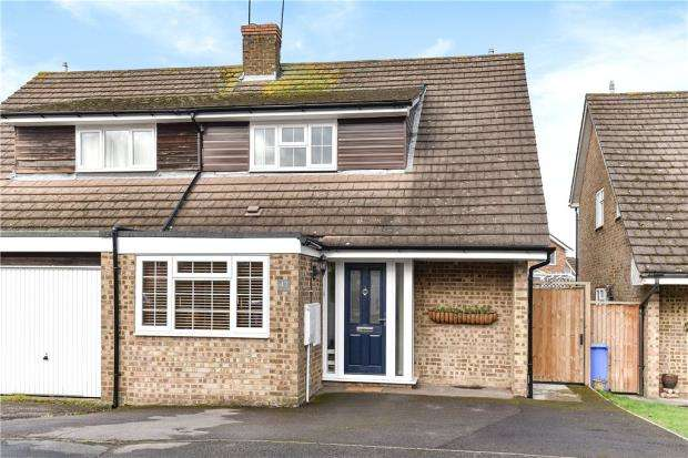 3 Bedrooms Semi Detached House for sale in Cornfields, Yateley, Hampshire