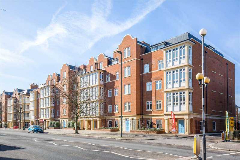 3 Bedrooms Apartment Flat for sale in Hurley Court, High Road, North Finchley, London, N12