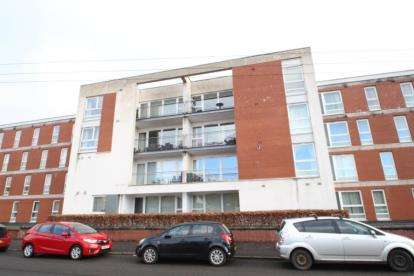 2 Bedrooms Flat for sale in Hanson Park, Dennistoun, Glasgow