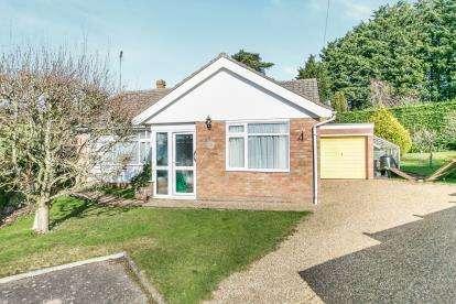 3 Bedrooms Bungalow for sale in Sudbury, Suffolk