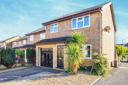 3 Bedrooms Detached House for sale in Castledean, Bournemouth, Dorset