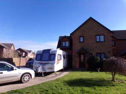 4 Bedrooms Semi Detached House for sale in Newport, Isle Of Wight