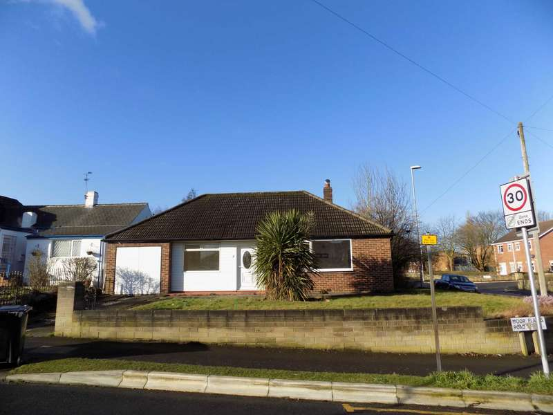 3 Bedrooms Detached Bungalow for sale in 2 Moor Flatts Road, Middleton, Leeds, LS10 3SW