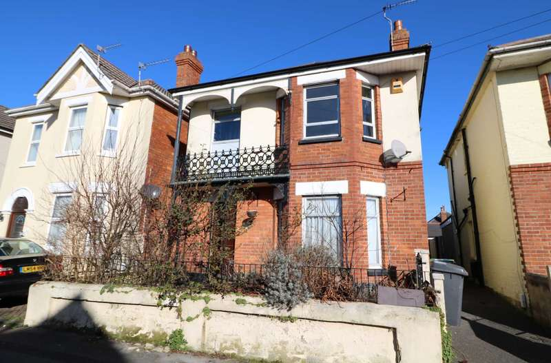 3 Bedrooms Detached House for sale in Charminster, Bournemouth