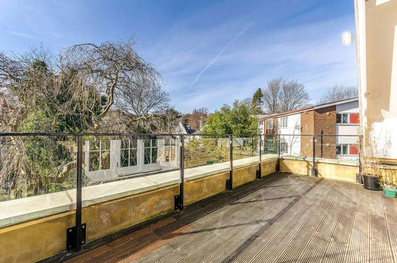 2 Bedrooms Flat for rent in Fox Hill, Crystal Palace, SE19
