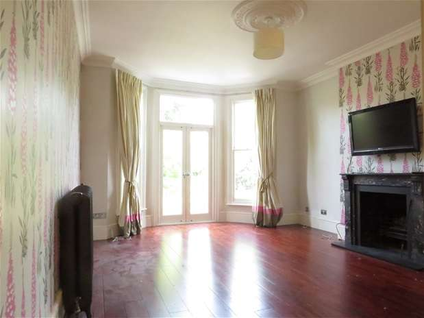 2 Bedrooms Flat for rent in Ardbeg Road, North Dulwich