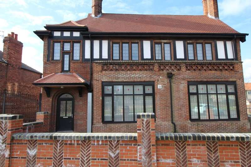 2 Bedrooms Flat for rent in Acklam Road, Middlesbrough, TS5