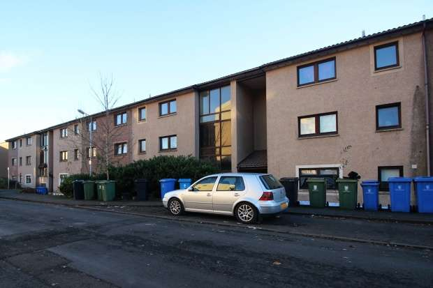 2 Bedrooms Flat for sale in Overton Crescent, Denny, Stirlingshire, FK6 5BA