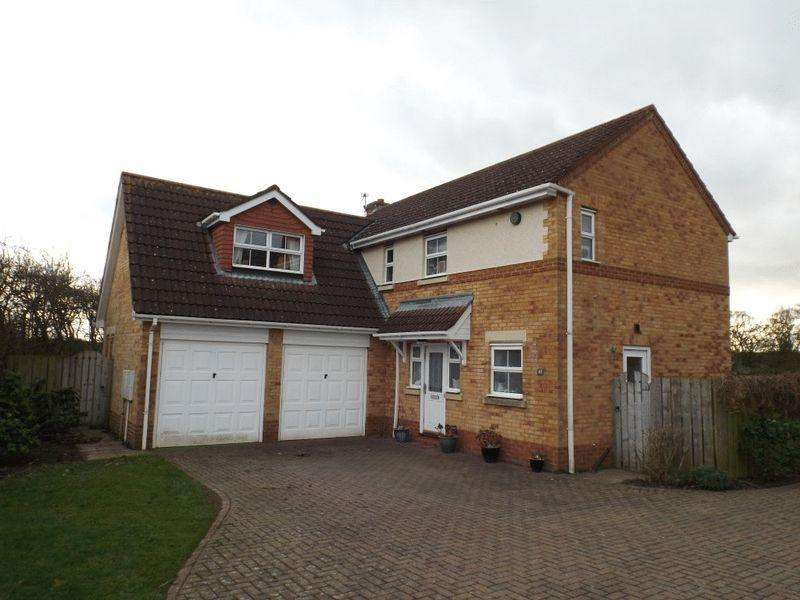 5 Bedrooms Detached House for sale in Norham Drive, Morpeth