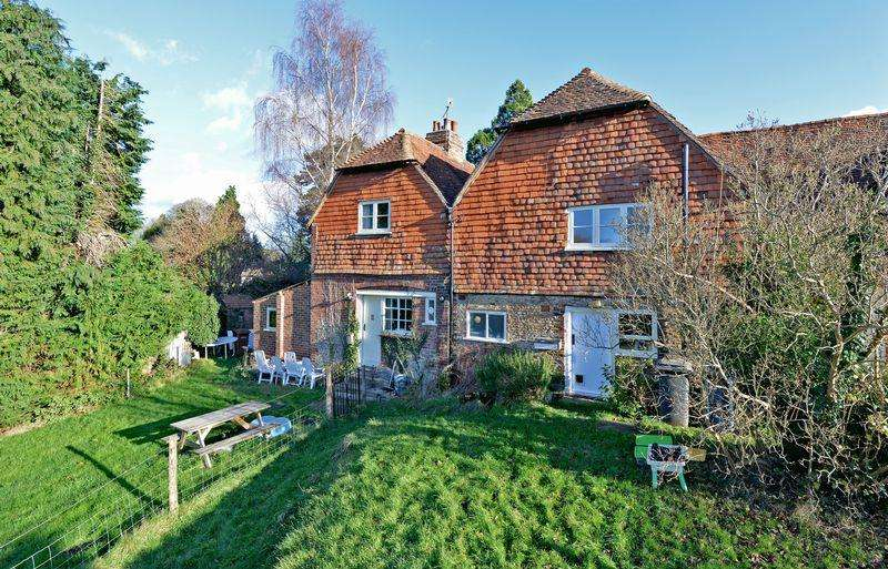 2 Bedrooms Terraced House for sale in Elstead