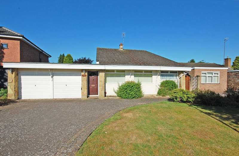 3 Bedrooms Detached Bungalow for sale in Cranmere Avenue, Tettenhall, Wolverhampton WV6