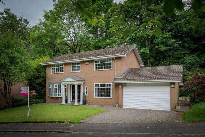 4 Bedrooms Detached House for sale in Thorneyholme Close, Lostock, Bolton